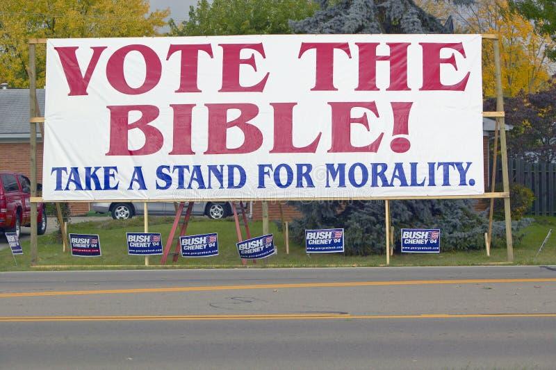 Voti il segno di campagna di elezione 2004 della bibbia immagini stock