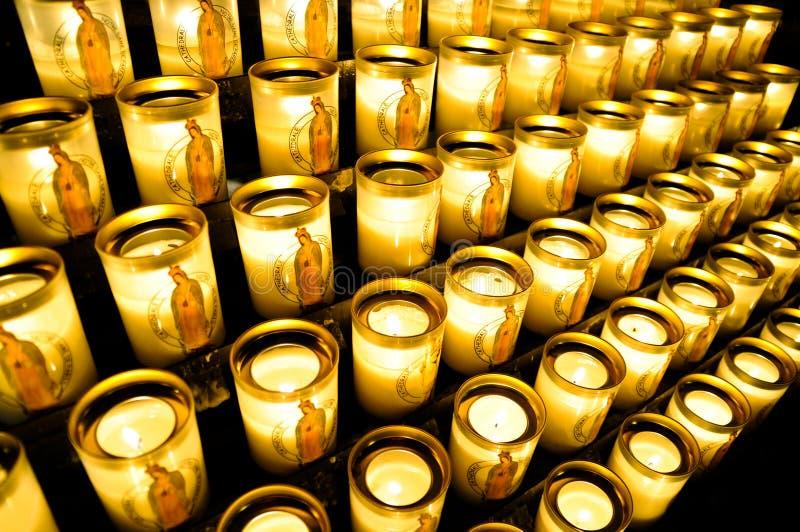 Votive Kerzen bei Notre Dame stockbilder