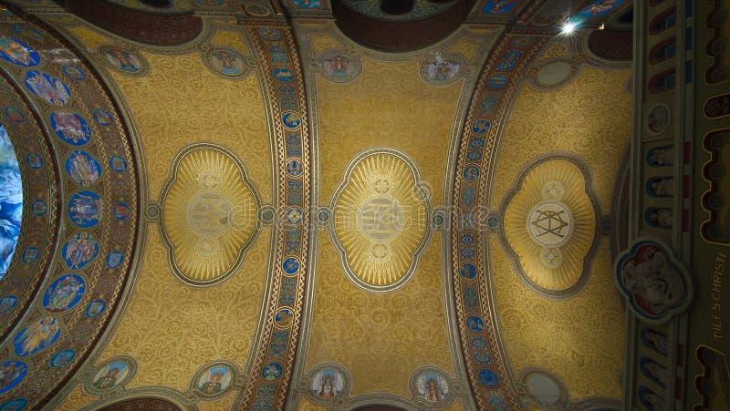 votive kyrkligt skepp för tak royaltyfria bilder