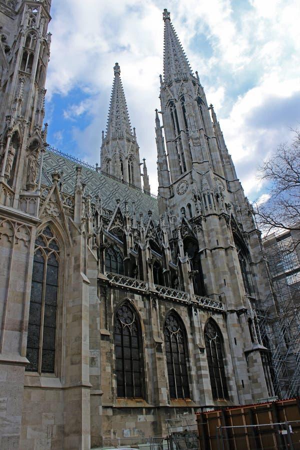 Votivkirche - Нео-готическая церковь (вена/Австрия) стоковое изображение rf