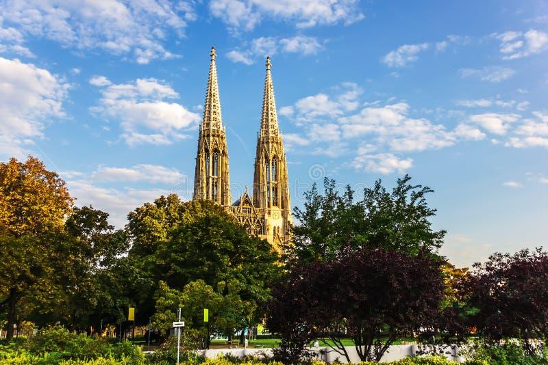 Votivkirche o iglesia votiva en Viena, Austria fotos de archivo