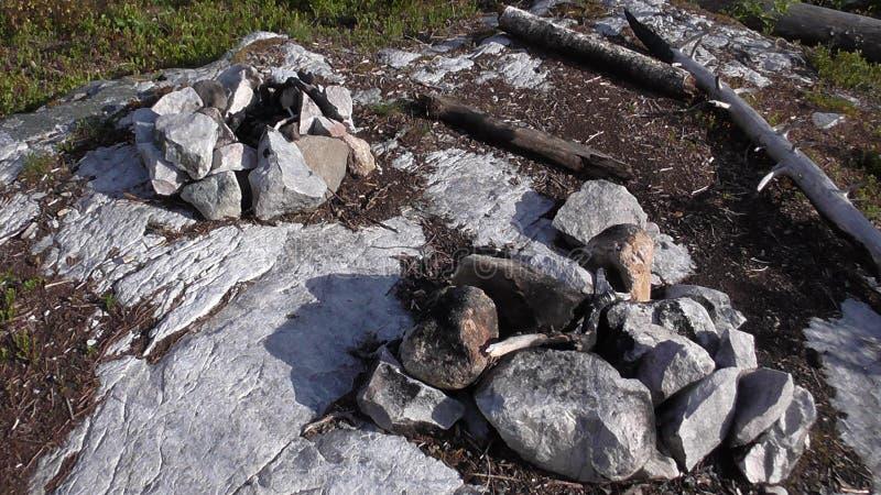 Vottovaara Karelia - den rituella lägerelden för att rymma shamanistic ritualer royaltyfria bilder