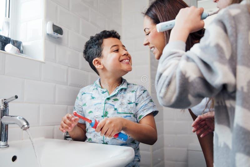 Vous êtes-vous brossé les dents correctement ? image libre de droits