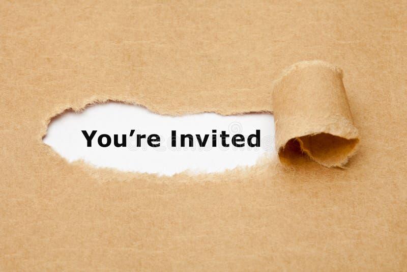 Vous êtes concept de papier déchiré invité photographie stock libre de droits