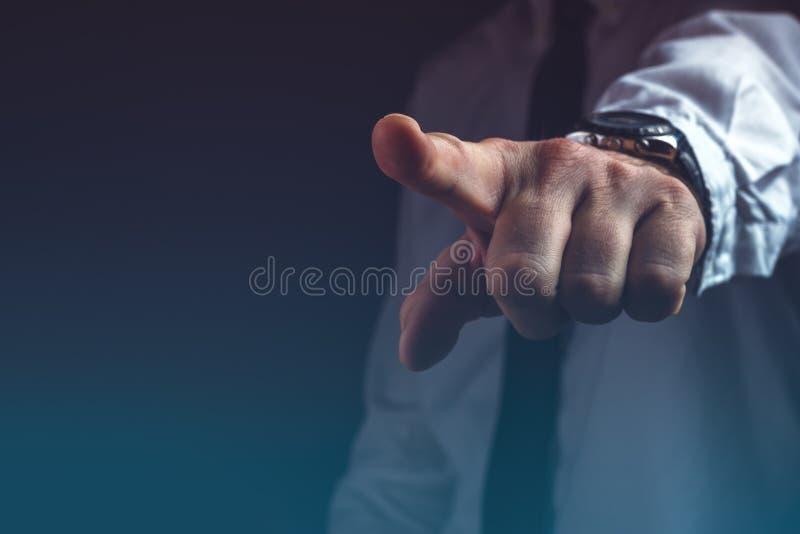 Vous êtes concept mis le feu, patron faisant des gestes le signe de main de sortie photos libres de droits