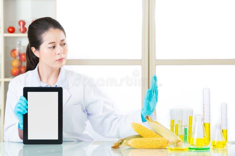 Vous pouvez découvrir l'information génétique de nourriture de modification sur l'interne photos libres de droits