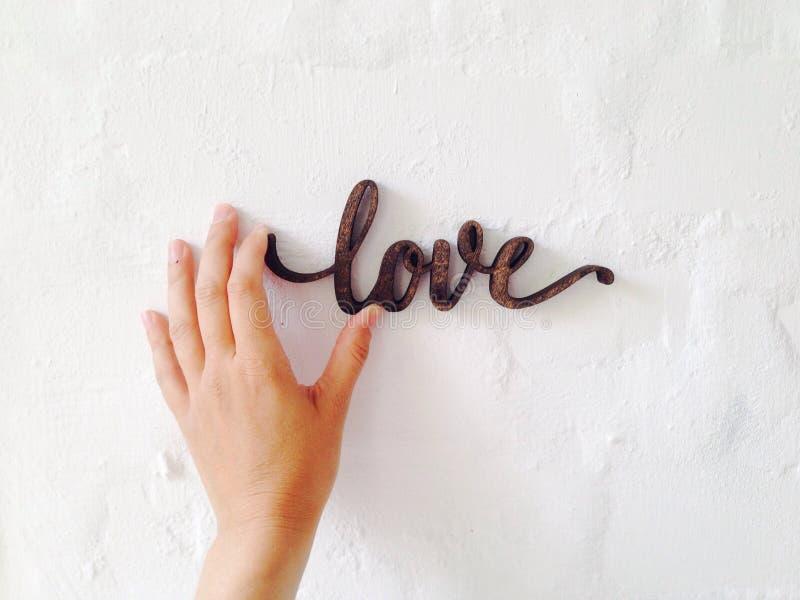 Vous tenez l'amour dans votre main photographie stock libre de droits