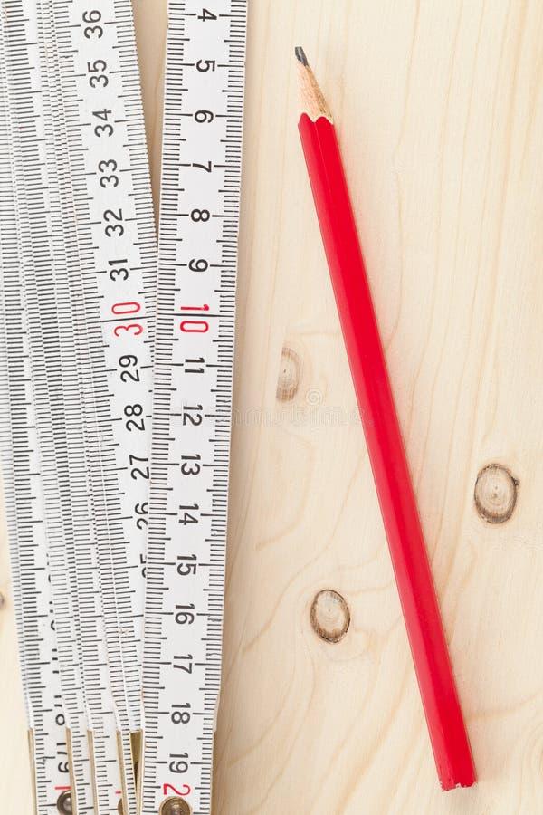 Vouwmeter met potlood stock afbeelding