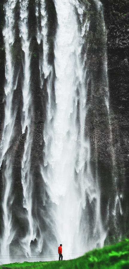 Voyage épouvantable de l'Islande de grande nature énorme de cascade photographie stock libre de droits