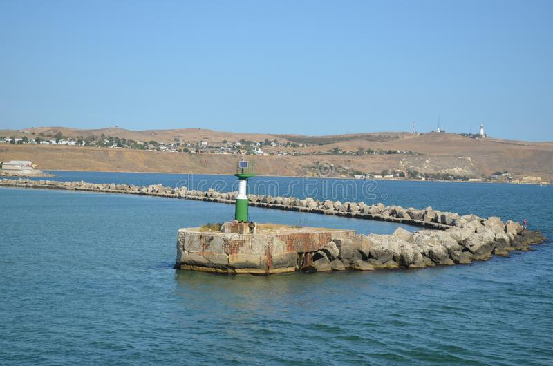Voyage d'été à la côte de la Crimée le long du détroit de Kerch photographie stock