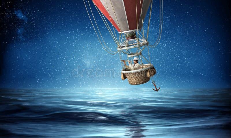 Voyage d'homme d'affaires sur le ballon à air images stock