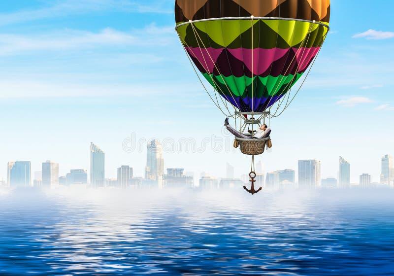 Voyage d'homme d'affaires sur le ballon à air photo stock