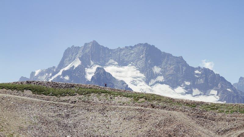 Voyage dans les montagnes image stock