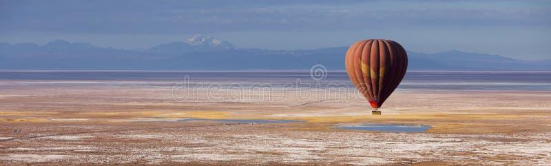 Voyage de ballon au-dessus d'Atacama Chili image libre de droits