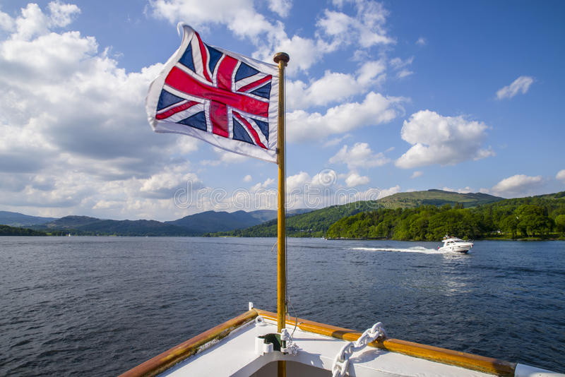 Voyage de bateau sur le lac Windermere le secteur britannique de lac photographie stock