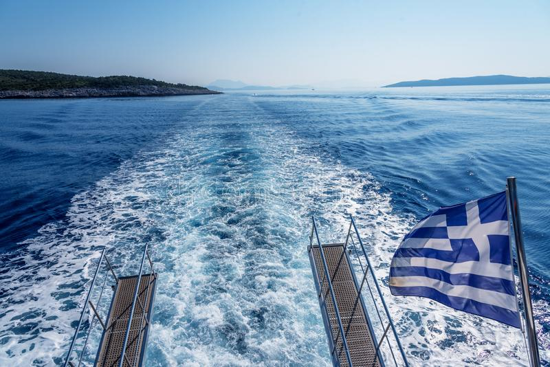 Voyage de bateau vers la Grèce images stock
