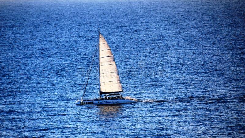 Voyage de catamaran sur l'Océan Atlantique photo libre de droits