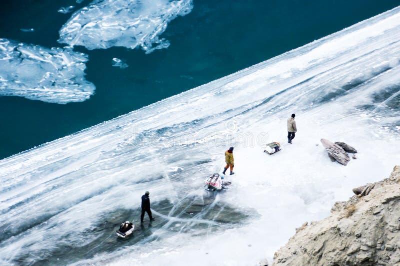 Voyage de Chadar Fleuve figé de Zanskar Leh Ladakh l'Inde photographie stock
