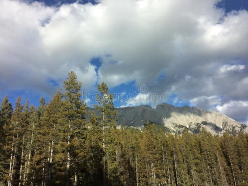 Voyage de montagnes photographie stock