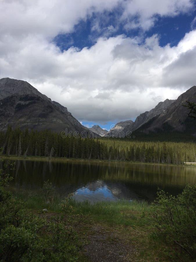 Voyage de montagnes images libres de droits
