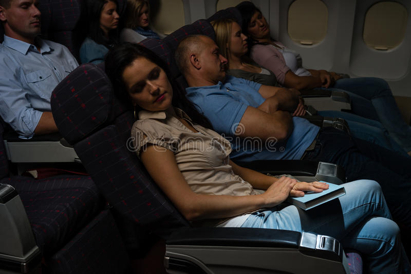 Voyage de nuit de carlingue d'avion de sommeil de passagers de vol photo libre de droits