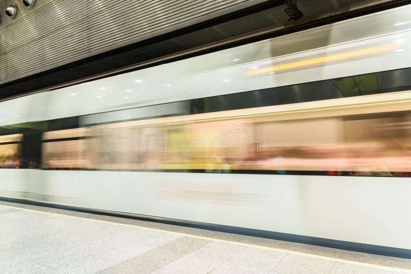 Voyage de personnes en le métro dans Valencia City du centre photographie stock libre de droits
