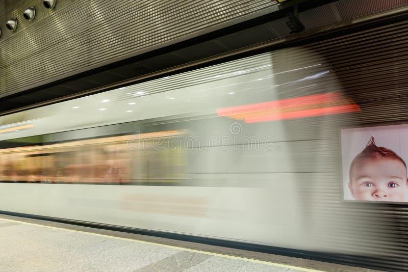 Download Voyage De Personnes En Le Métro Dans Valencia City Du Centre Image stock éditorial - Image du tramway, canalisation: 76077299