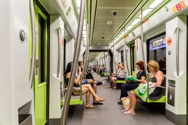 Download Voyage De Personnes En Le Métro Dans Valencia City Du Centre Image stock éditorial - Image du affaires, véhicule: 76077364