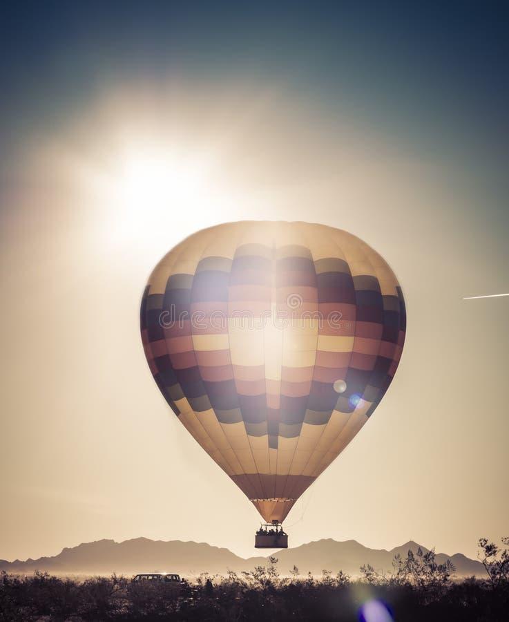Voyage de tour d'aventure de ballon dans le désert de l'Arizona photos libres de droits