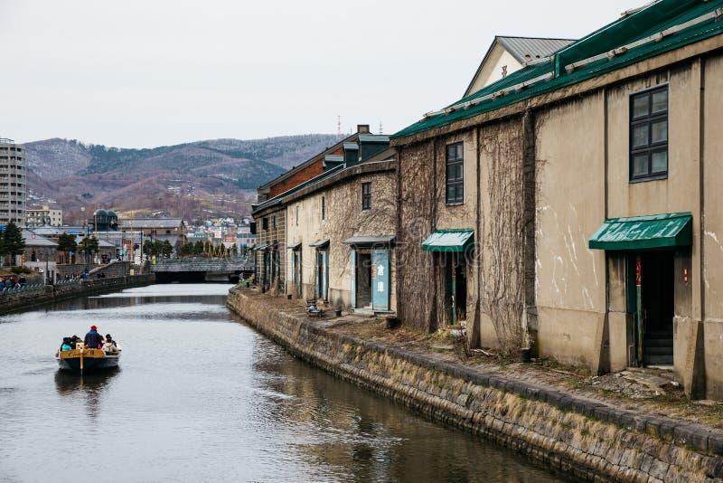 Voyage de touristes en le bateau dans le canal d'Otaru en hiver au Hokkaido, Japon image stock