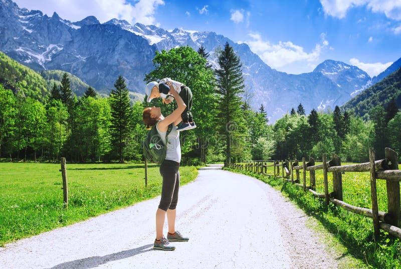 Voyage, hausse et photo de famille photo stock