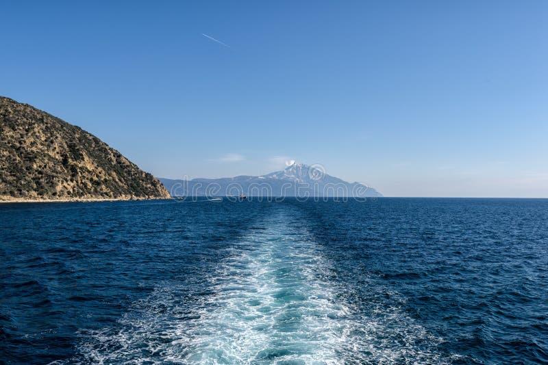 Voyage par bateau au mont Athos photos stock
