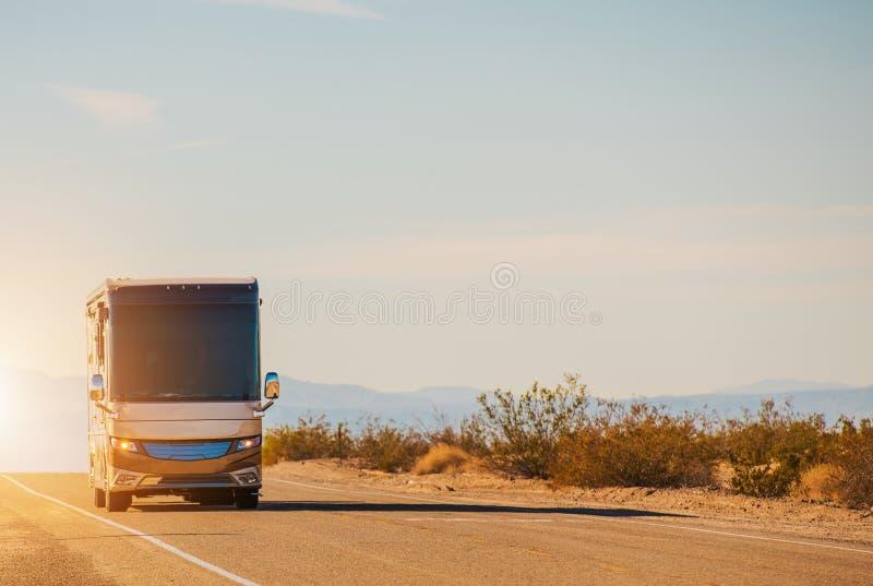 Voyage par la route d'autocar de rv photographie stock libre de droits