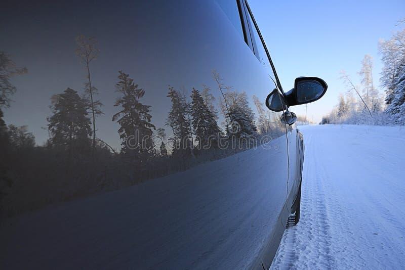Voyage par la route d'hiver photographie stock libre de droits