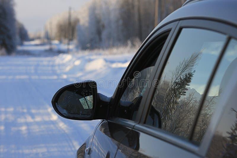 Voyage par la route d'hiver image stock