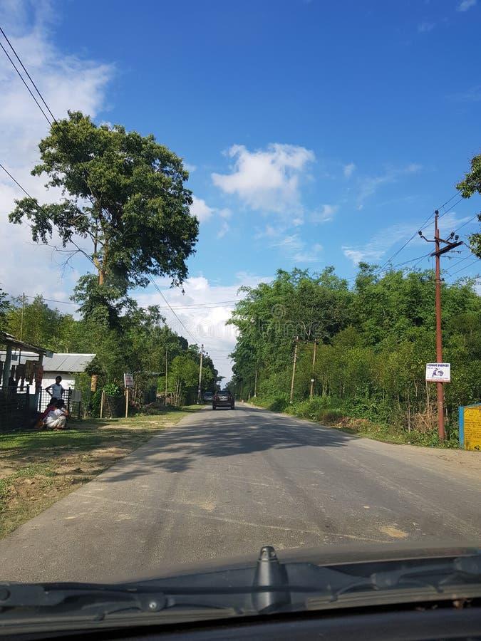 Voyage par la route dans Assam images libres de droits