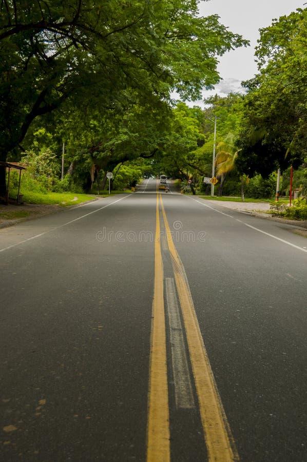 Voyage par la route dans le huila images stock