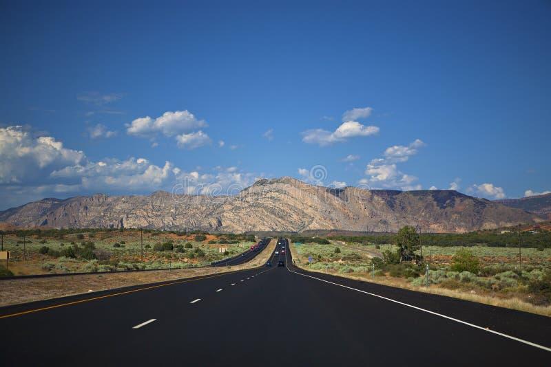 Voyage par la route dans les espaces grands ouverts de l'Amérique photos stock