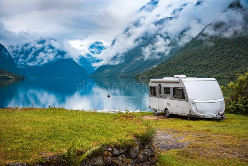Voyage rv, voyage de vacances de famille de vacances dans le motorhome photos libres de droits
