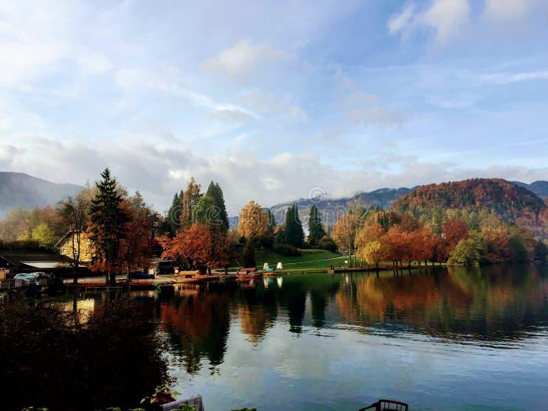 Voyage saigné par lac, Slovénie photographie stock libre de droits