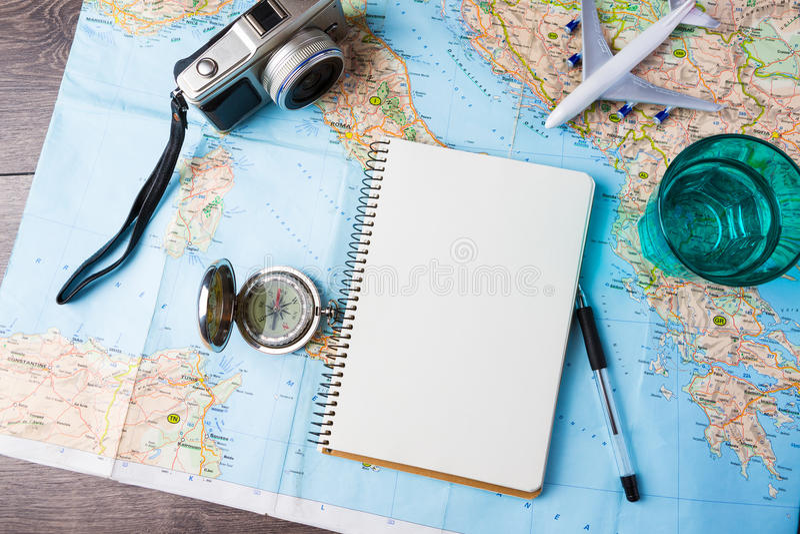 Voyage, vacances de voyage, outils de maquette de tourisme images libres de droits