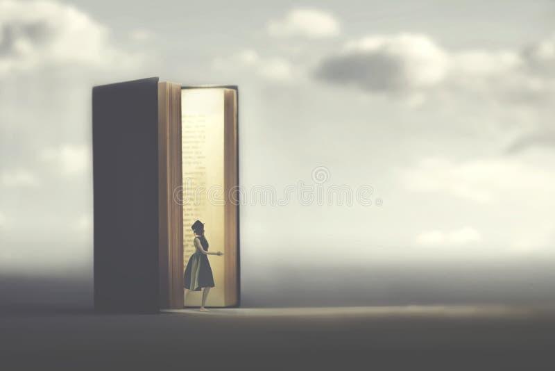 Voyages de femme dans l'imagination photo libre de droits