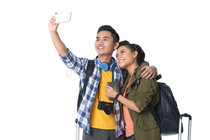 Voyageurs asiatiques prenant Selfie images stock