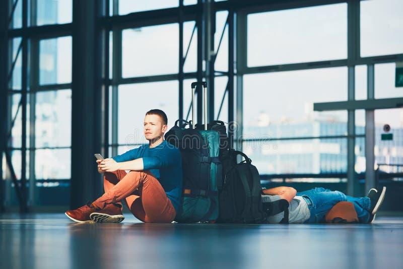 Voyageurs attendant le départ photo stock