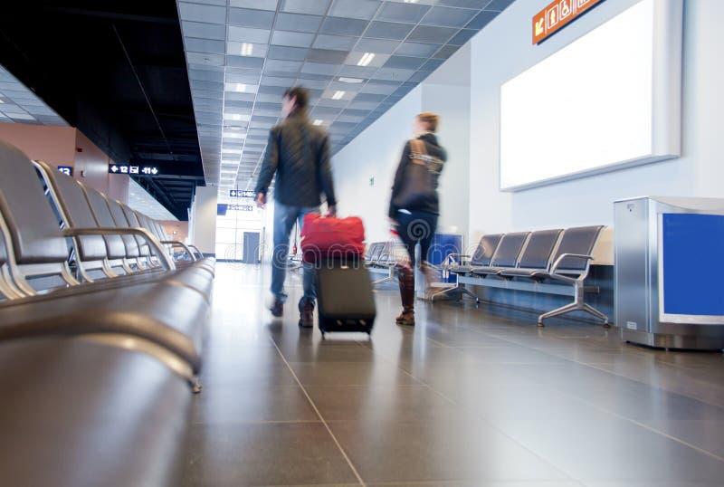 Voyageurs dans l'aéroport photos stock