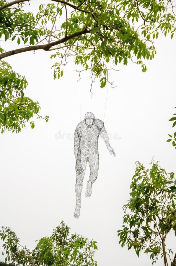 Voyageurs de Les que cuelgan en un árbol en las noches 2015 del río de Singapur foto de archivo