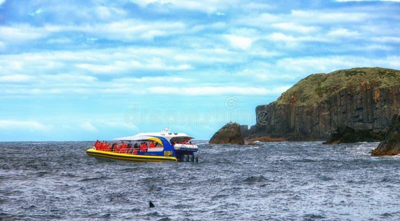 Voyagez le bateau sur l'île de Tasman, Tasmanie, Australie images stock