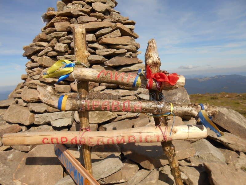 Voyagez sur Goverla - la plus haute montagne et le sommet le plus élevé au territoire de l'Ukraine image stock