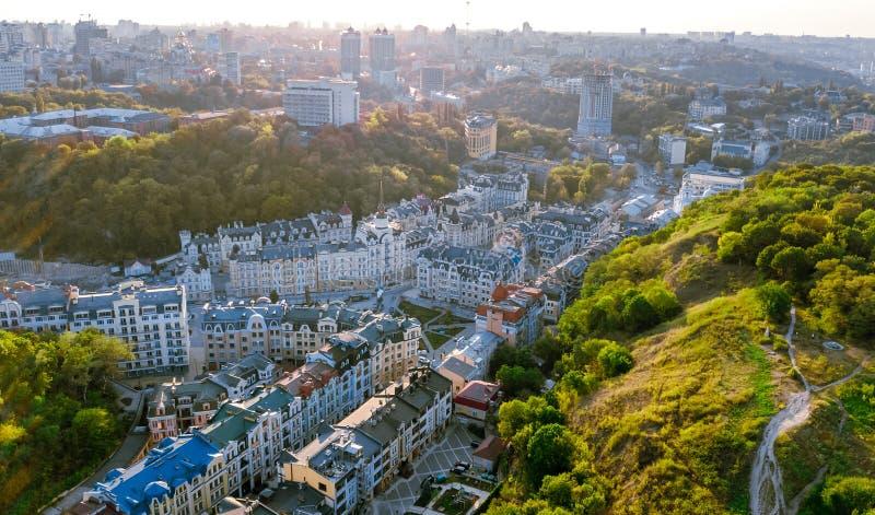 Vozdvizhenka和波多尔历史区基辅都市风景空中顶视图从上面日落的,基辅,乌克兰 免版税库存图片