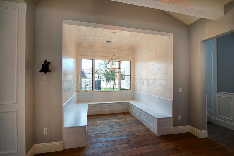 Vrå för stor familj i det nya Arizona hemmet fotografering för bildbyråer
